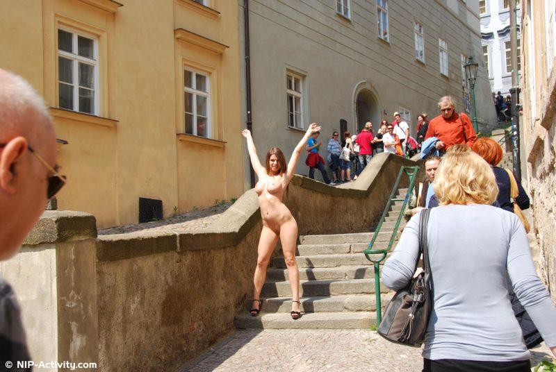 monalee-prague-naked-public-prague-nipactivity-21
