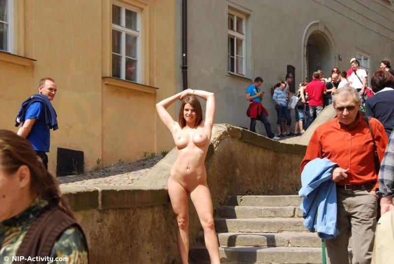monalee-prague-naked-public-prague-nipactivity-22