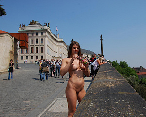 monalee-prague-naked-public-prague-nipactivity
