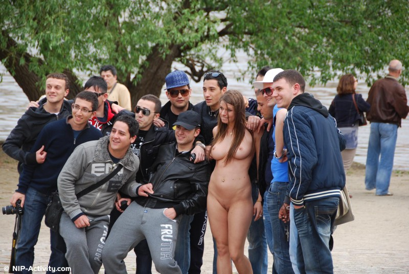 monalee-nude-public-prague-nip-activity-09