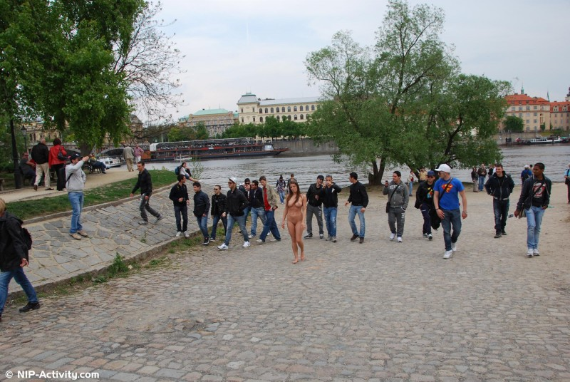 monalee-nude-public-prague-nip-activity-12