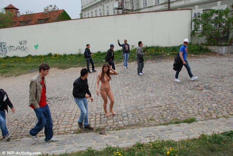 monalee-nude-public-prague-nip-activity-14