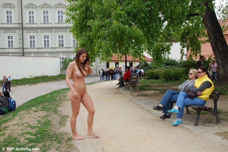 monalee-nude-public-prague-nip-activity-18