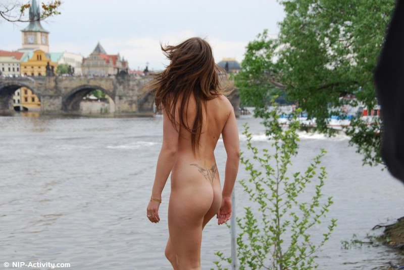 monalee-nude-public-prague-nip-activity-19