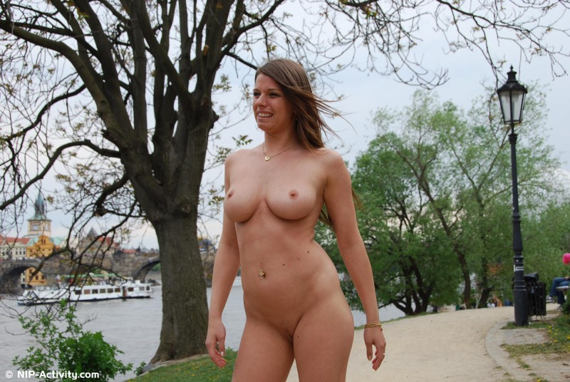 monalee-nude-public-prague-nip-activity-21
