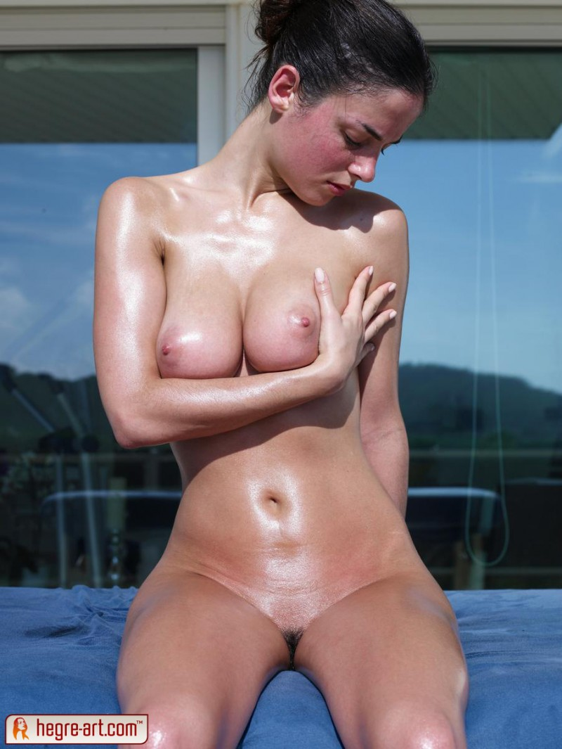 muriel-oiled-hegre-art-12