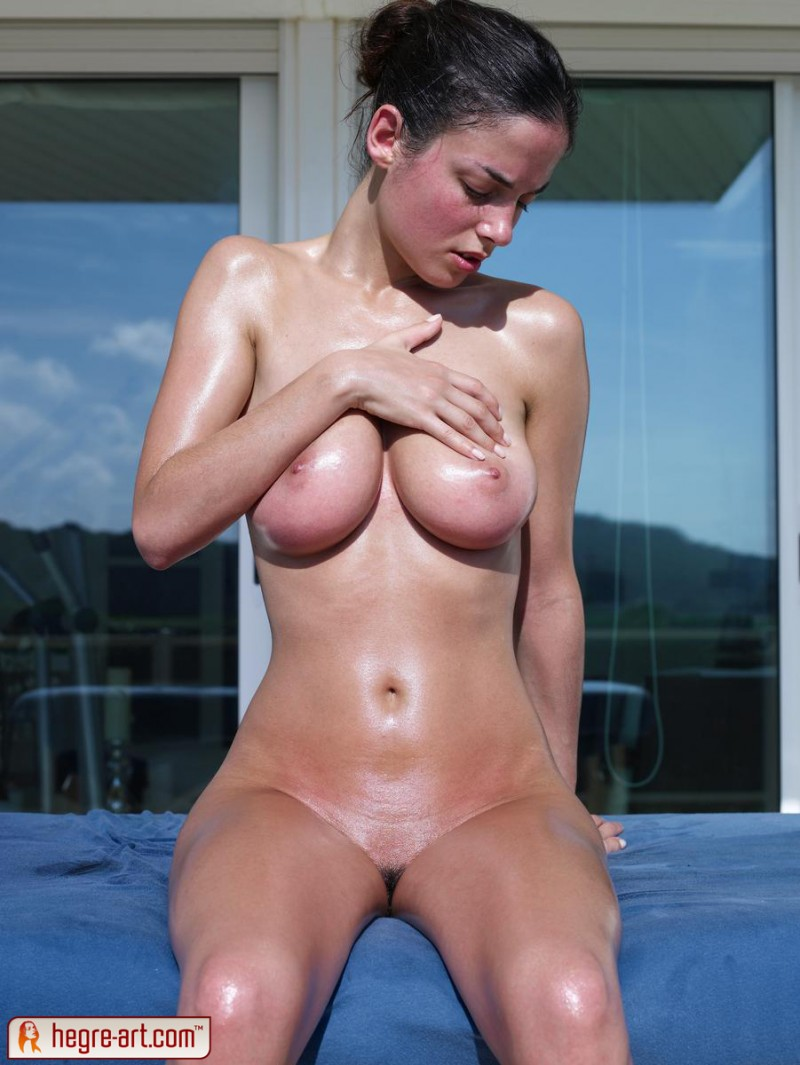 muriel-oiled-hegre-art-15