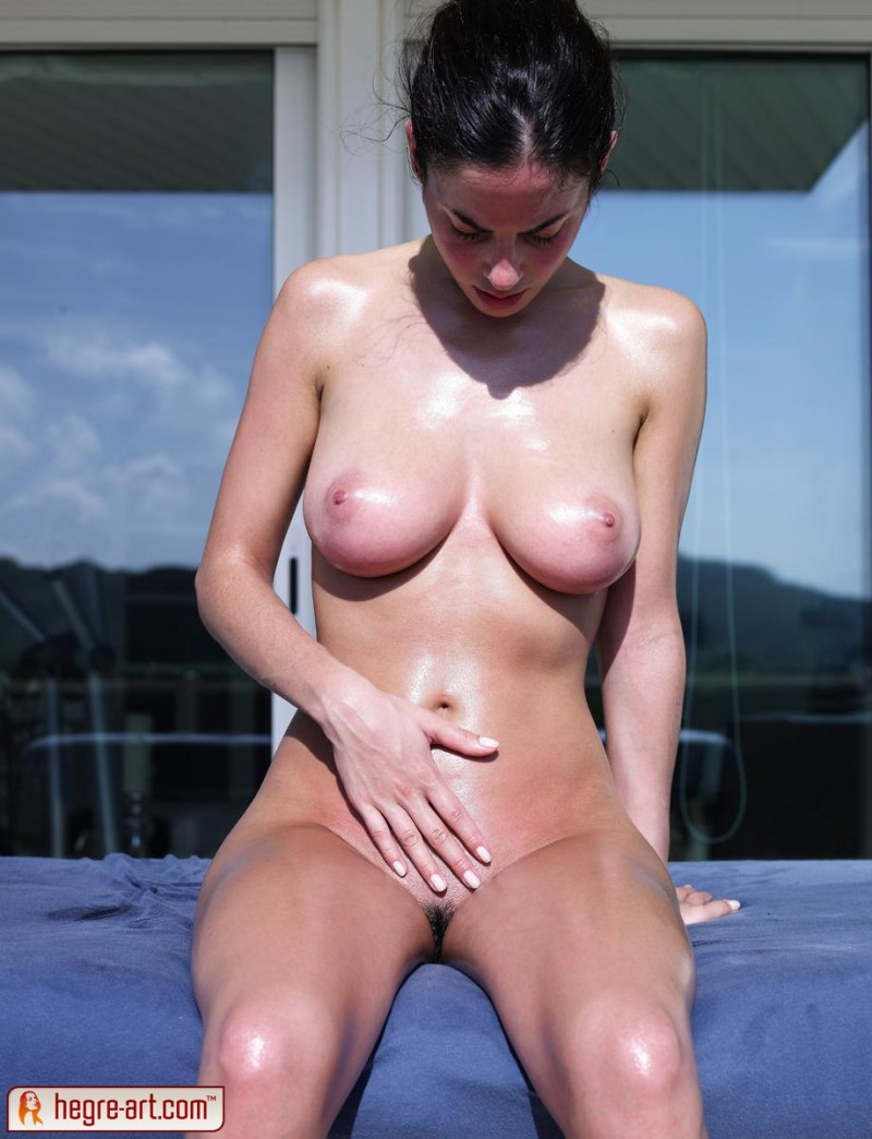 muriel-oiled-hegre-art-16