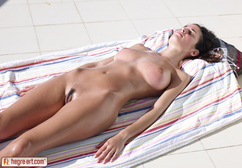 sun batheing naked