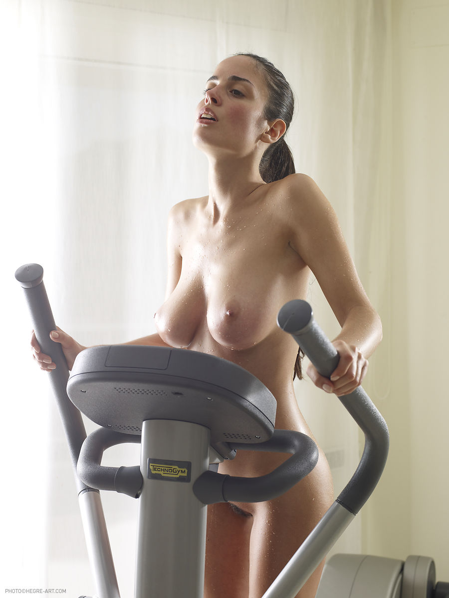 muriel-nude-workout-cross-trainer-hegreart-04