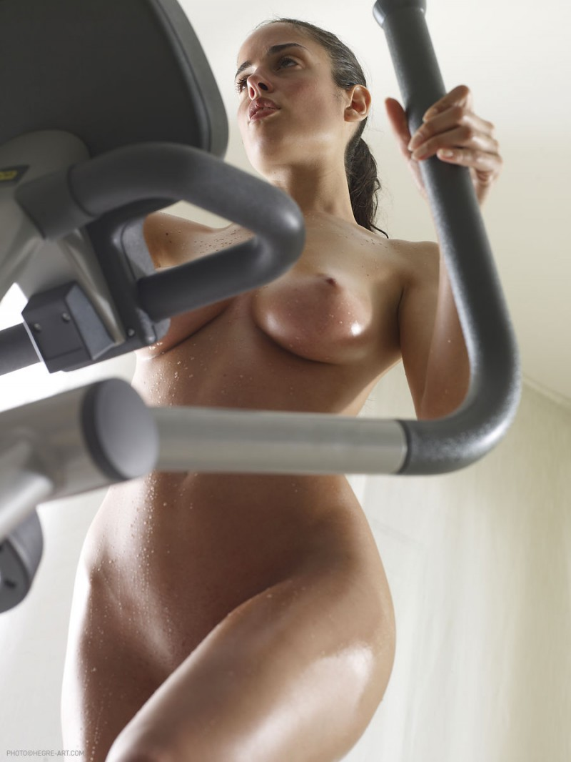 nude girls working out
