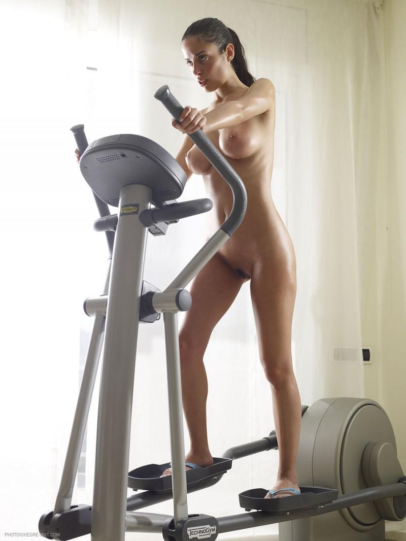 muriel-nude-workout-cross-trainer-hegreart-24