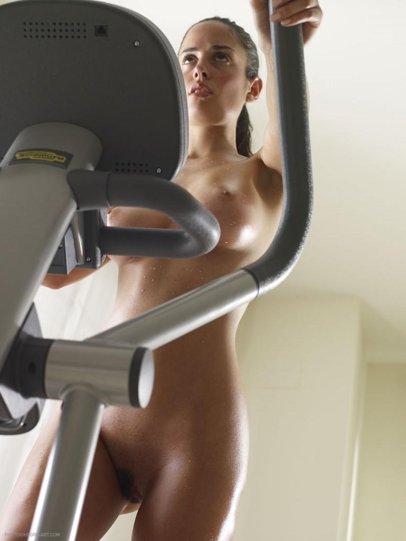 muriel-nude-workout-cross-trainer-hegreart-27