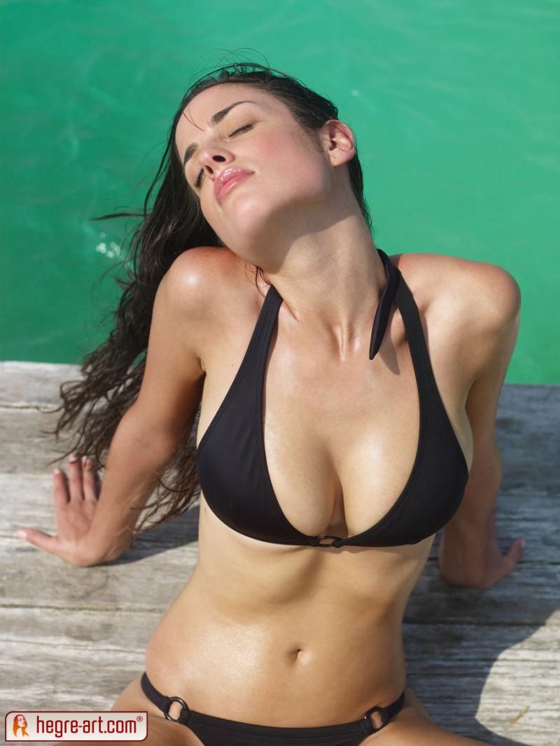 muriel-sea-sunbathing-bikini-hegreart-01