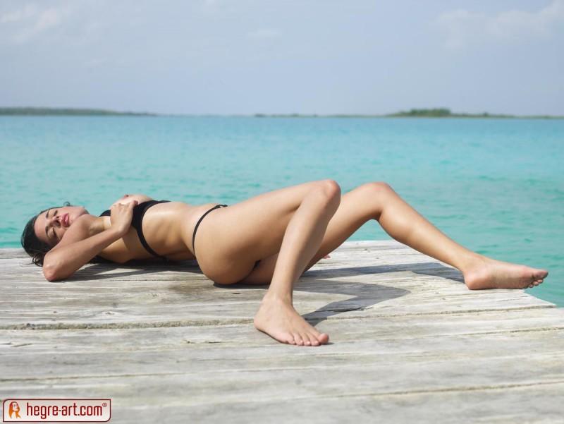 muriel-sea-sunbathing-bikini-hegreart-03