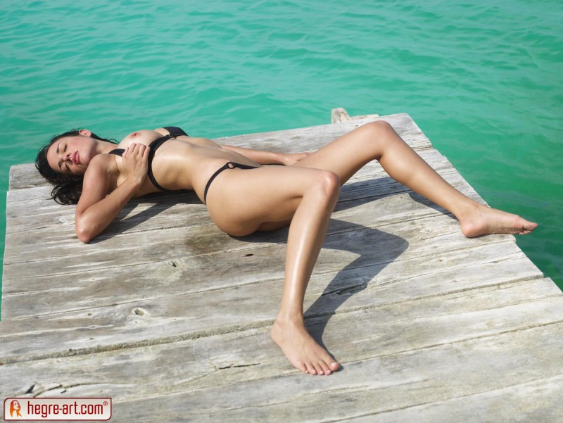muriel-sea-sunbathing-bikini-hegreart-04