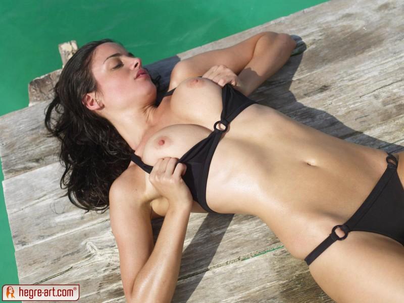muriel-sea-sunbathing-bikini-hegreart-05