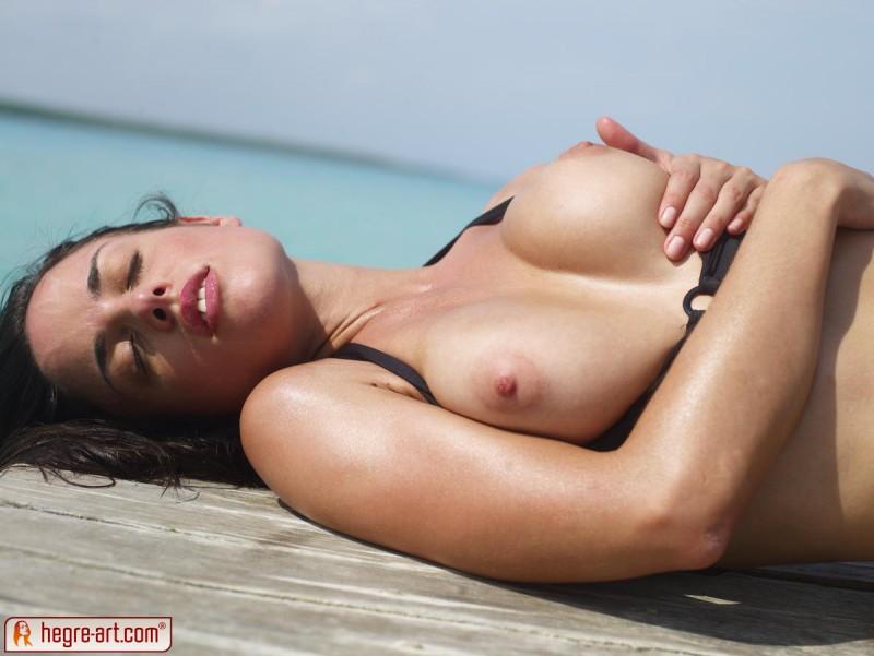 muriel-sea-sunbathing-bikini-hegreart-07