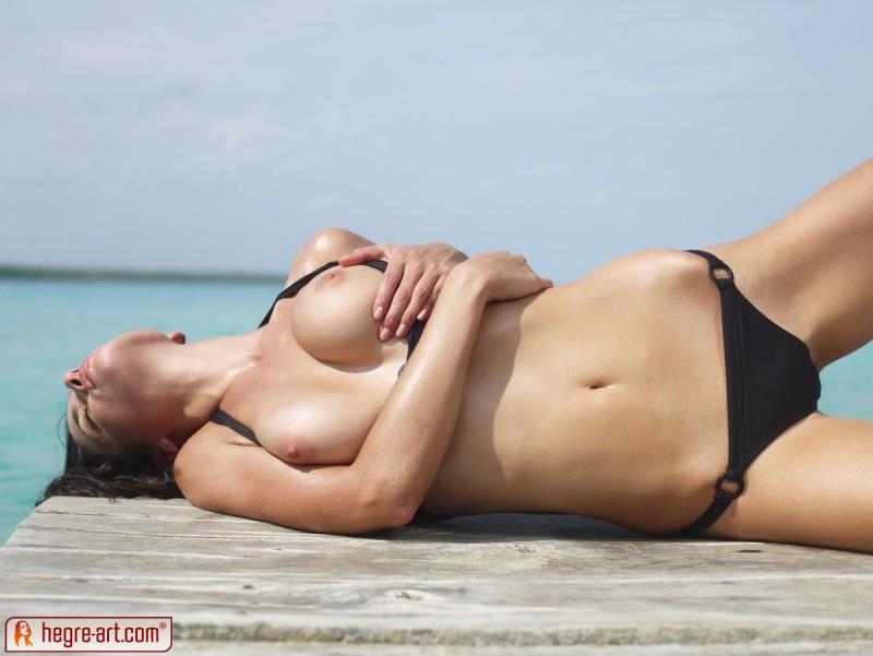 muriel-sea-sunbathing-bikini-hegreart-09
