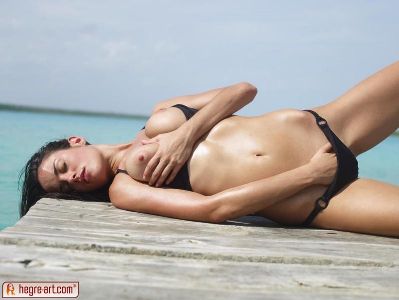 muriel-sea-sunbathing-bikini-hegreart-10