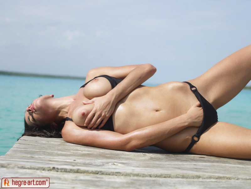 muriel-sea-sunbathing-bikini-hegreart-11