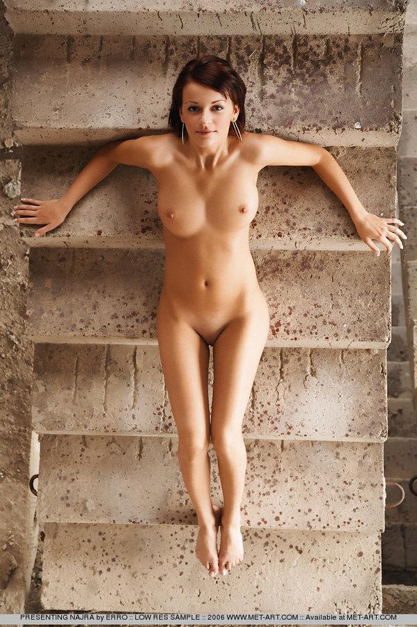 najra-stairs-met-art-21