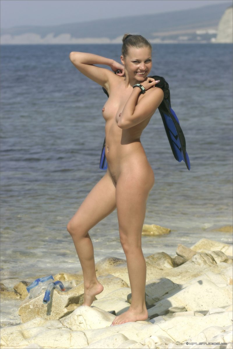 Naked girl diver and