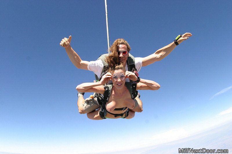 Naked Skydiving 21 - Office Girls Wallpaper