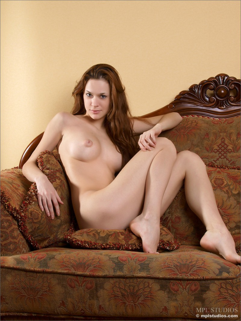 iveta-old-couch-nude-mplstudios-02