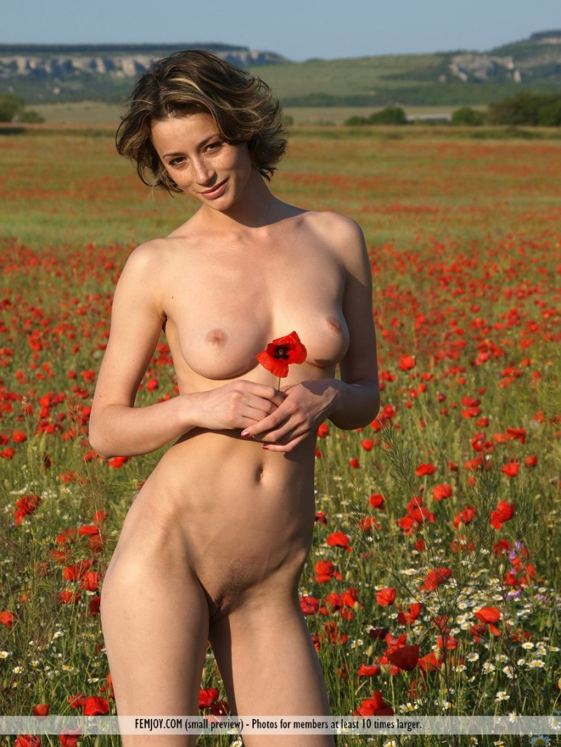 abby-poppies-femjoy-01