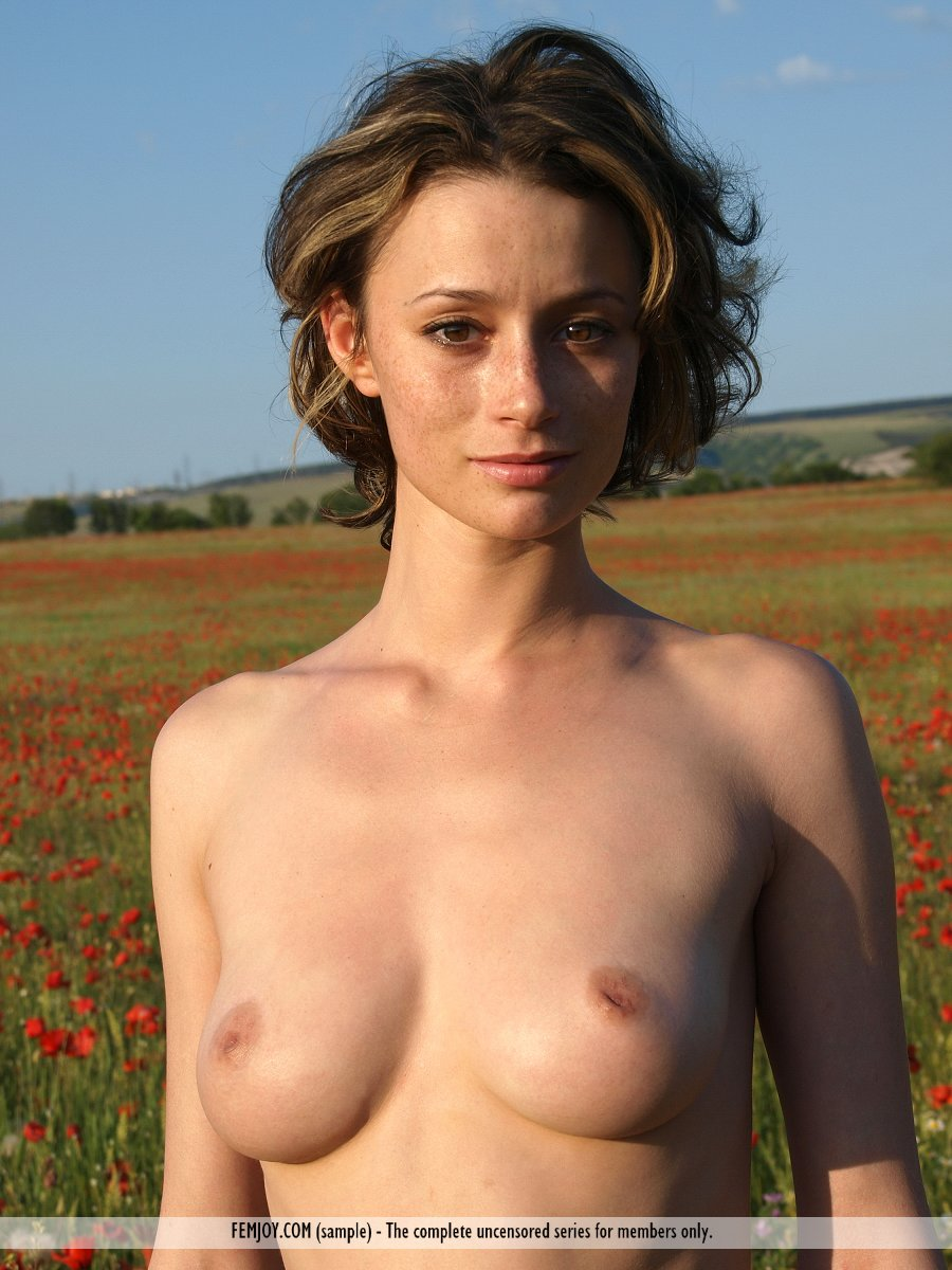 abby-poppies-femjoy-16