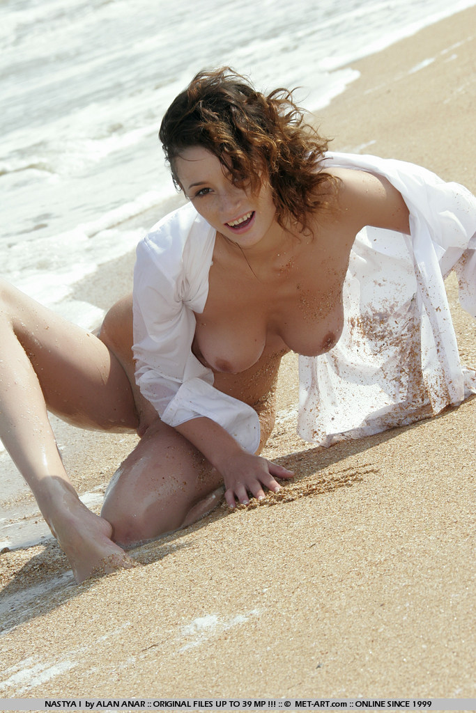 nastya-i-beach-met-art-03