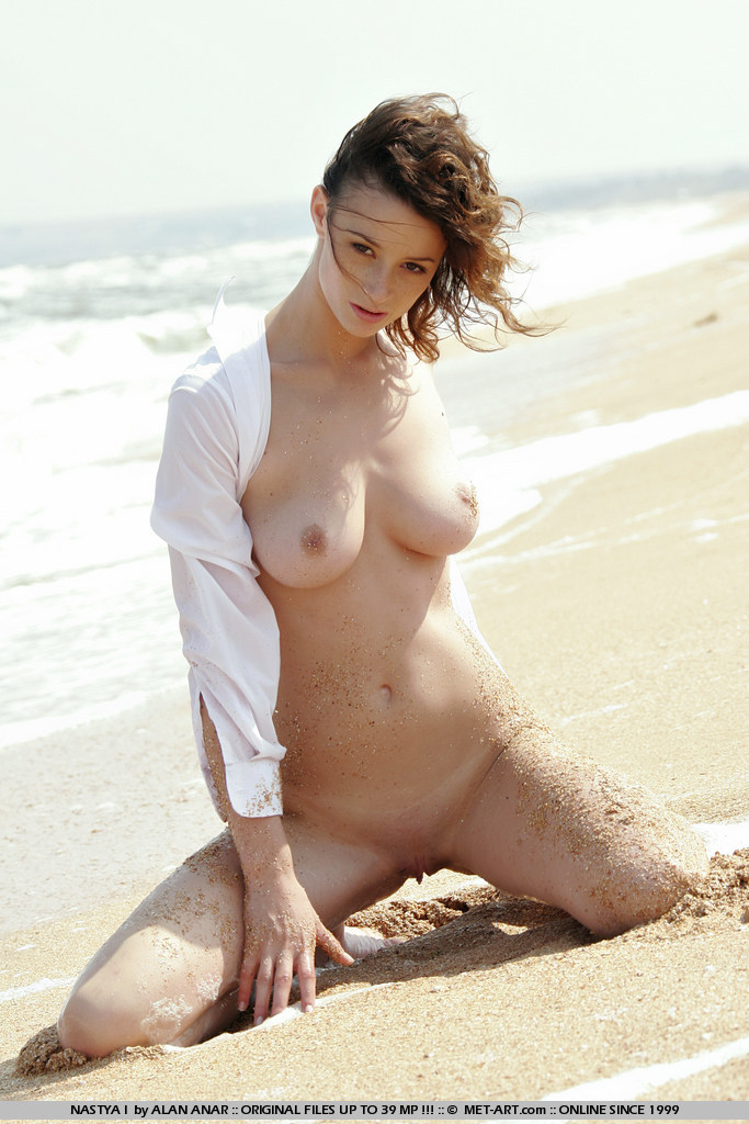 nastya-i-beach-met-art-04