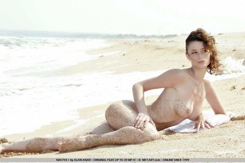 nastya-i-beach-met-art-08