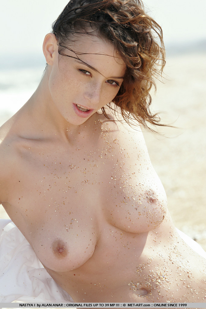 nastya-i-beach-met-art-16