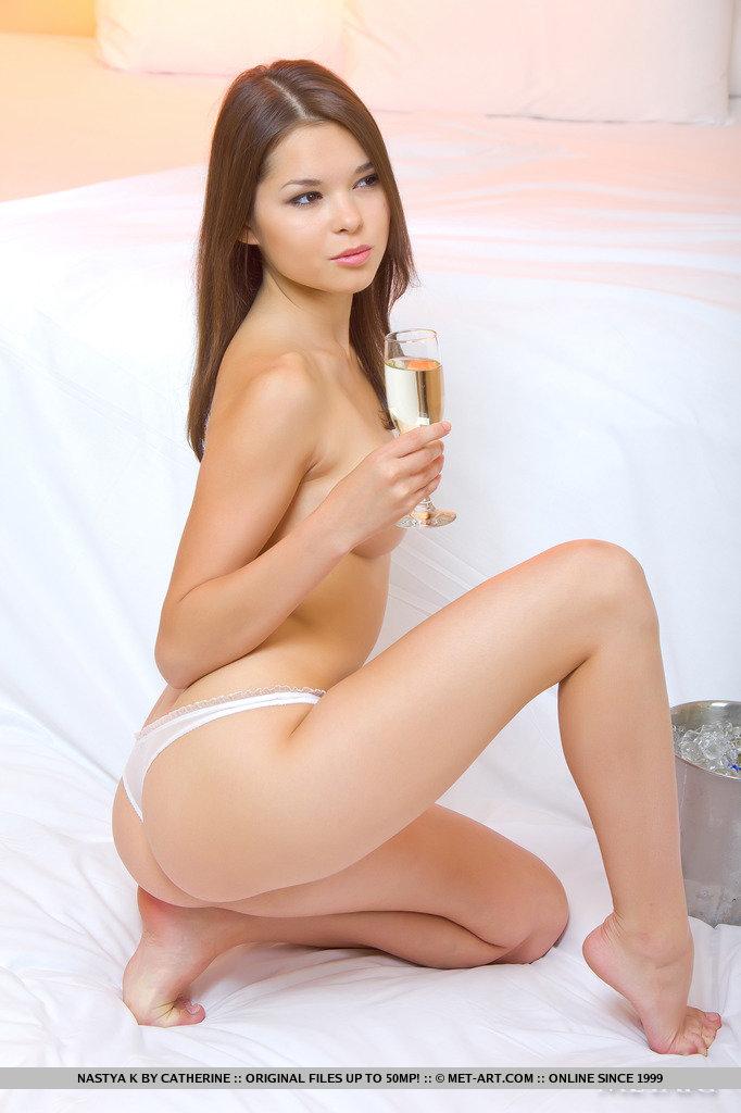 nastya-k-champagne-met-art-02
