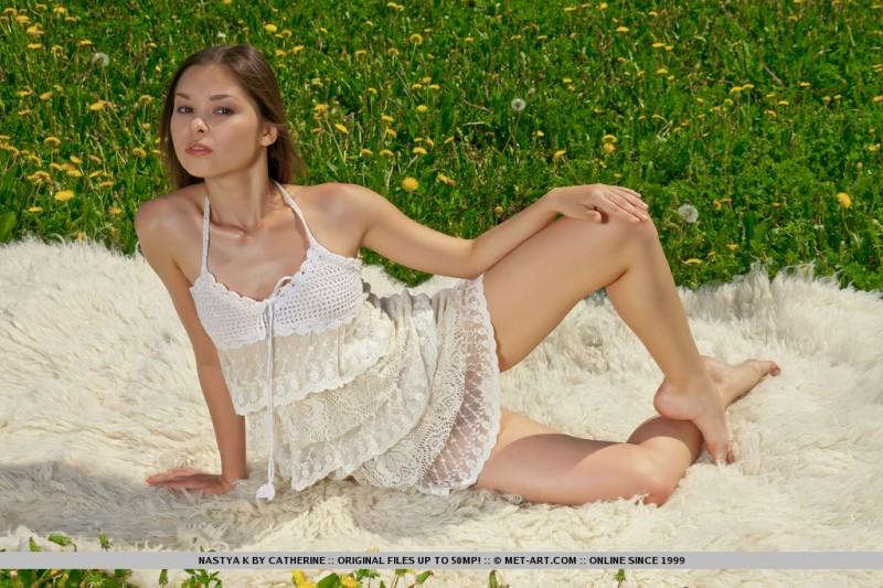 nastya-k-meadow-met-art-03