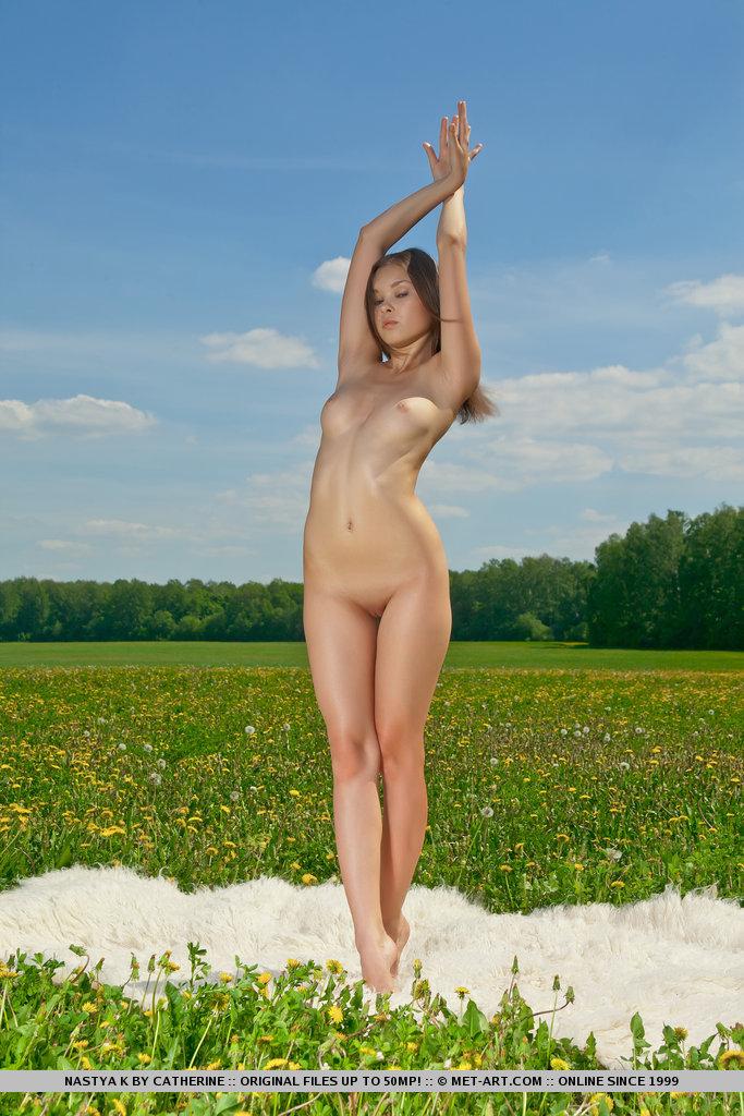 nastya-k-meadow-met-art-07