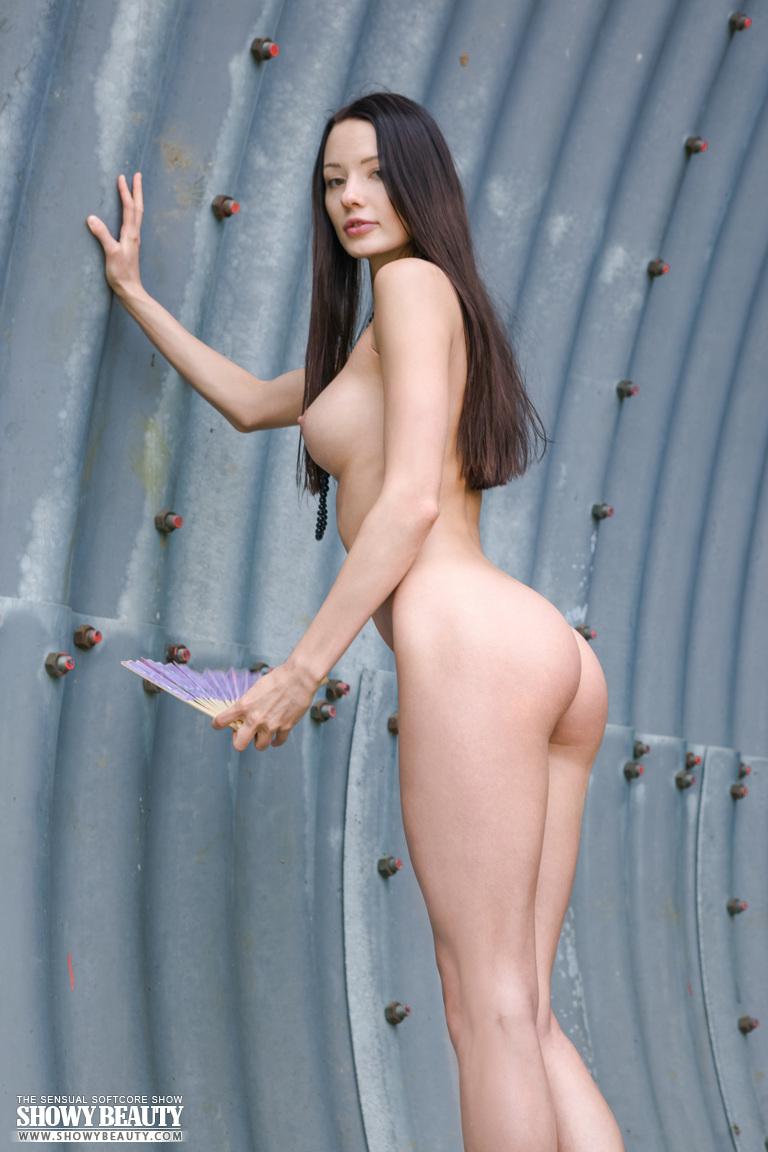 natali-skinny-hangar-naked-showybeauty-04