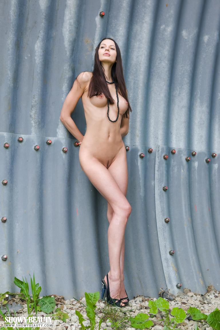 natali-skinny-hangar-naked-showybeauty-05