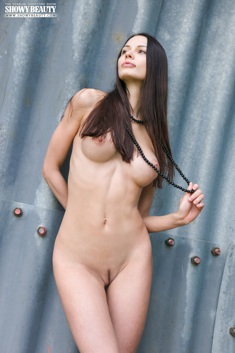 natali-skinny-hangar-naked-showybeauty-06