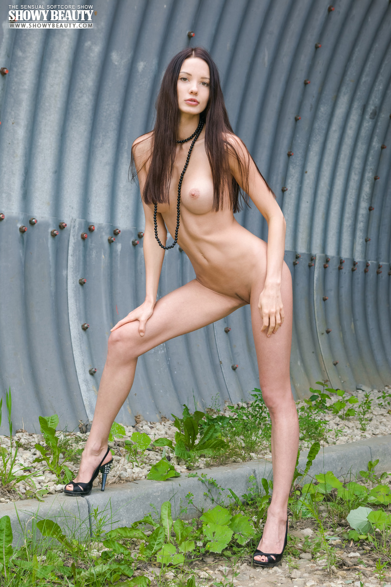 natali-skinny-hangar-naked-showybeauty-09
