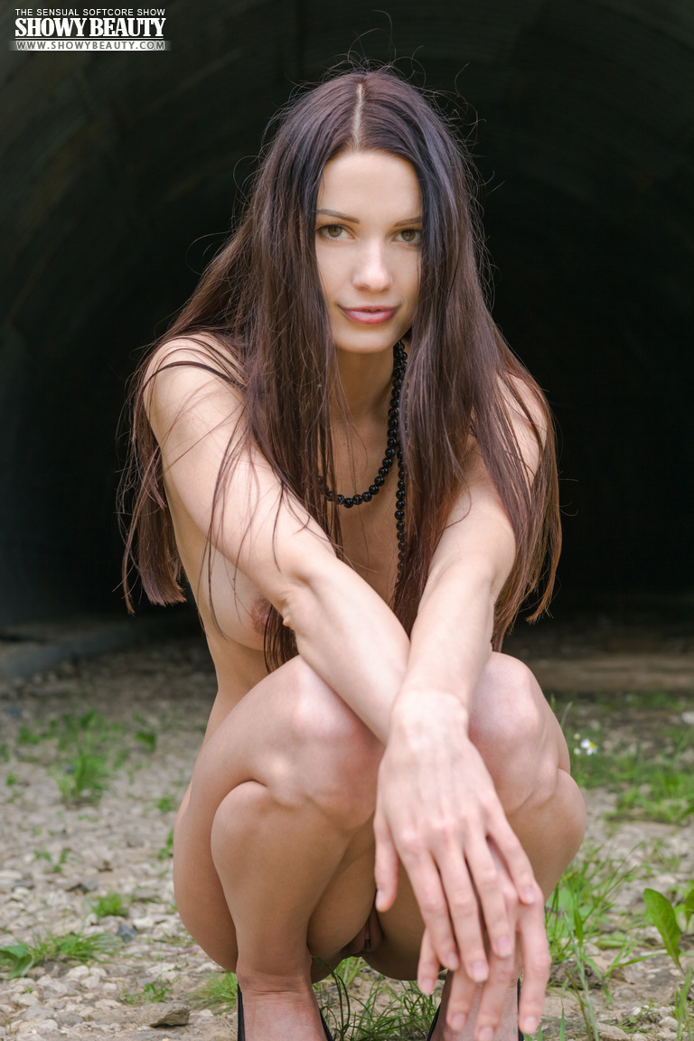natali-skinny-hangar-naked-showybeauty-19