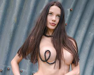 natali-skinny-hangar-naked-showybeauty