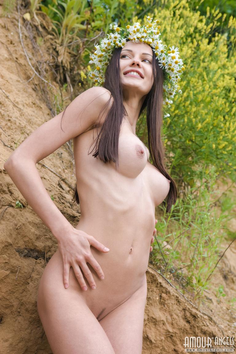 natali-nude-wreath-skinny-amour-angels-04