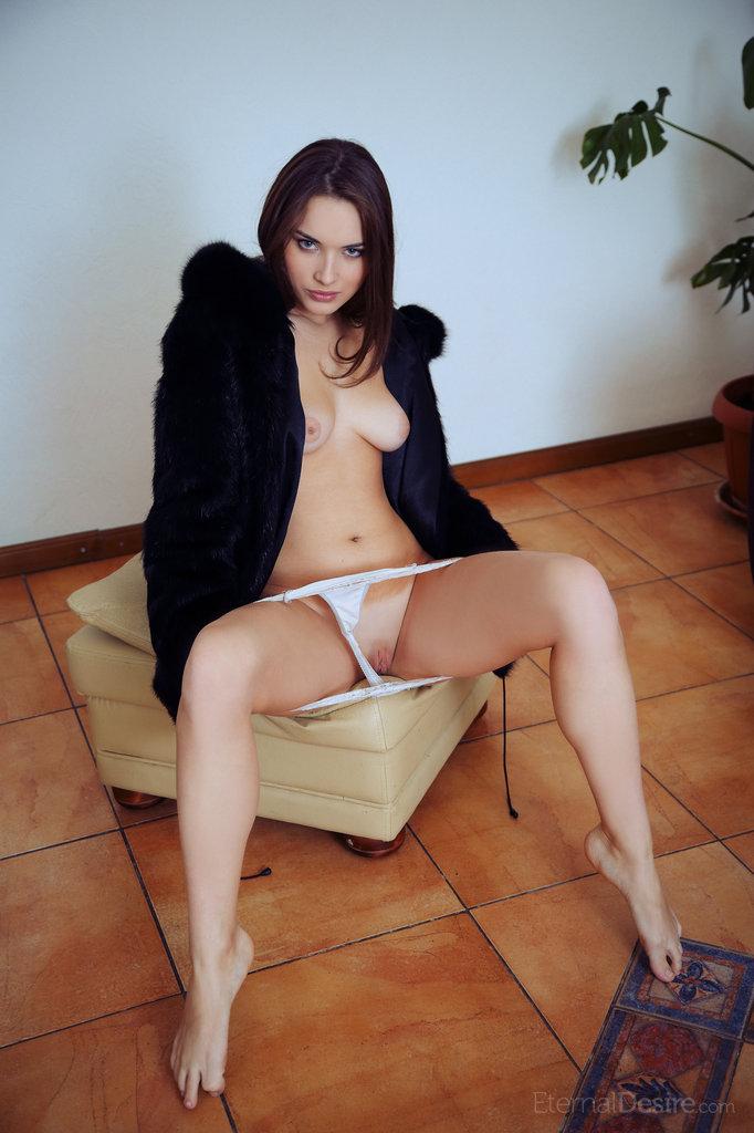 natalie-b-fur-nude-eternal-desire-06