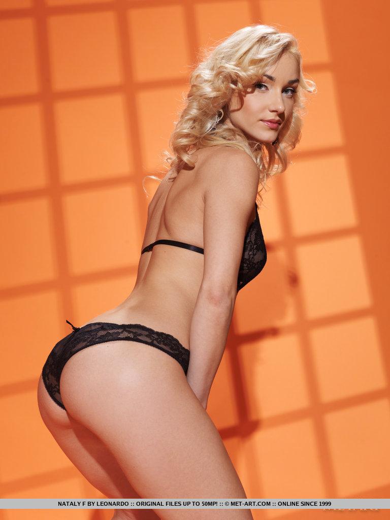 nataly-f-black-lingerie-nude-metart-03