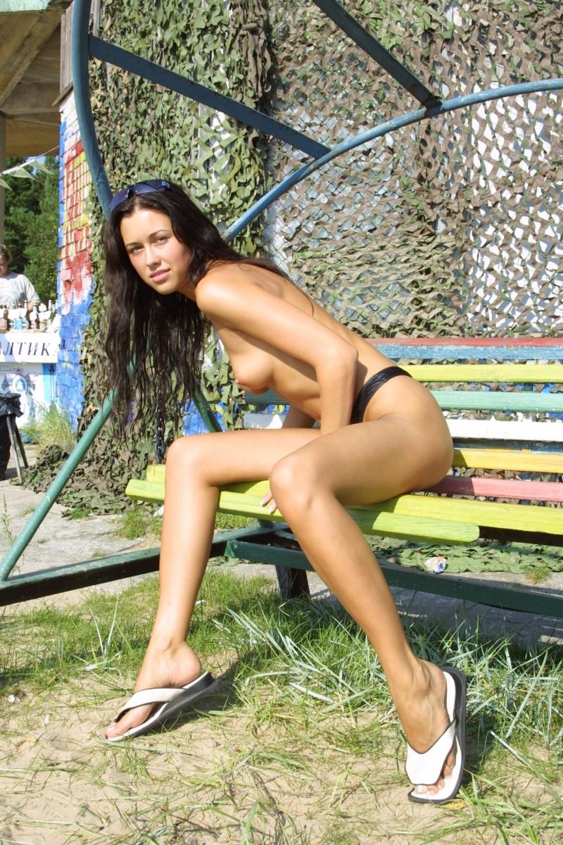 natasha-johnston-sunbathing-07