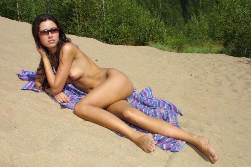 natasha-johnston-sunbathing-14