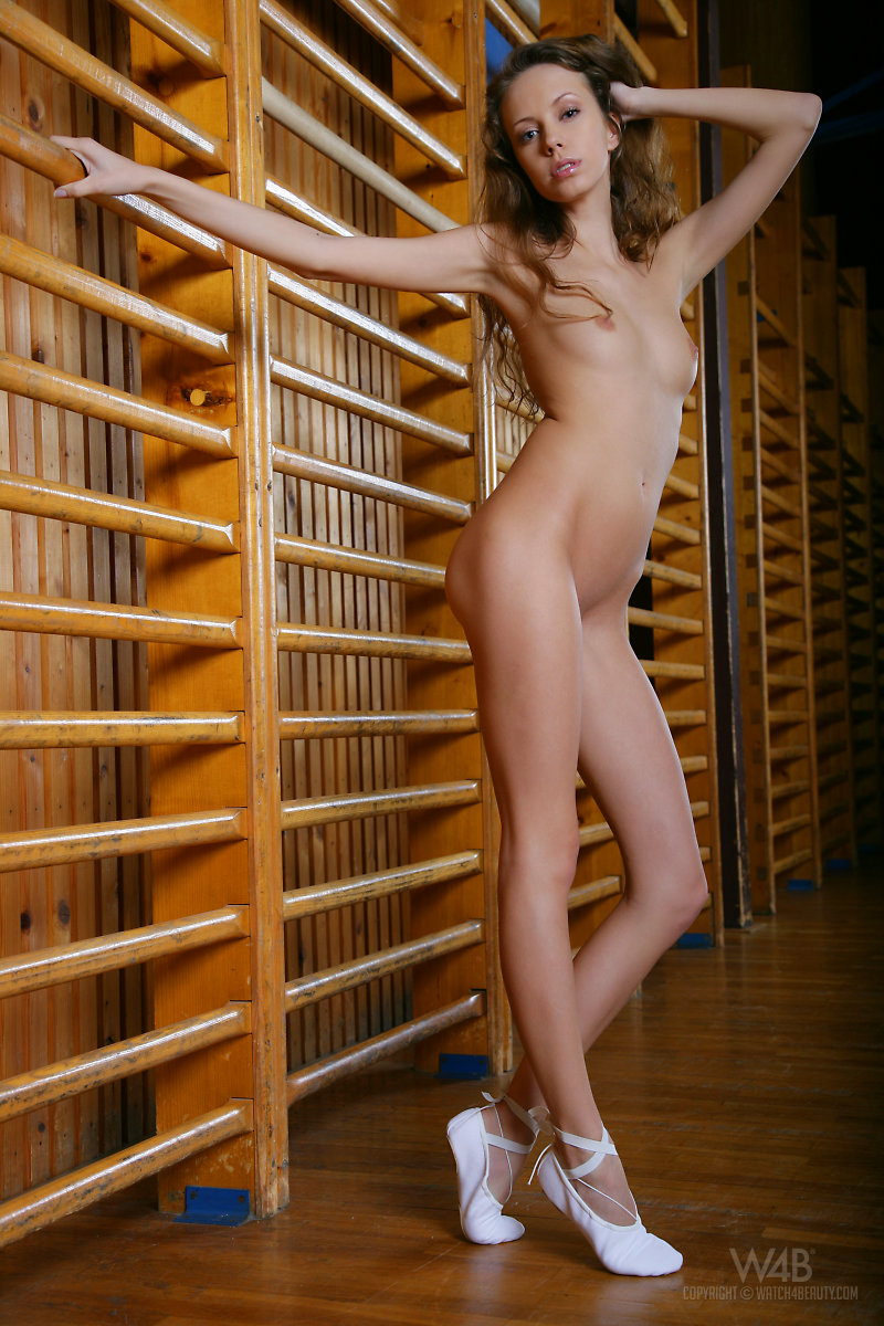 natasha-gymnasium-naked-watch4beauty-01